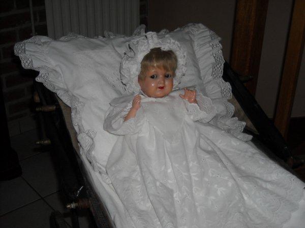 poupon KAMMER et REINHARDT 728/6 bouche ouverte dans un landau bébé des années 1910