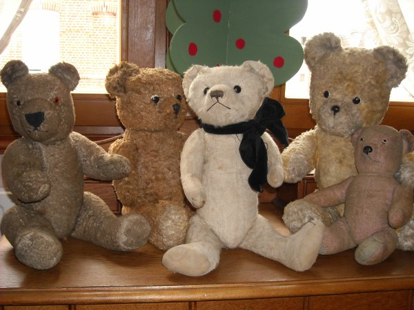 Je vous laisse en compagnie de mes ours, mon blog sera en pause à partir de ce lundi. Bonnes vacances  à tous et toutes