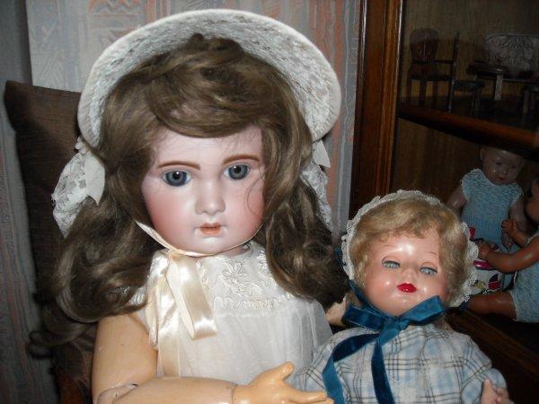 Simone et sa poupée Constance - Simone est une poupée Jumeau 1907, n°16, 80 cm de taille et sa poupée également une Jumeau, dernière génération. BON WEEKEND MES AMIS ET AMIES