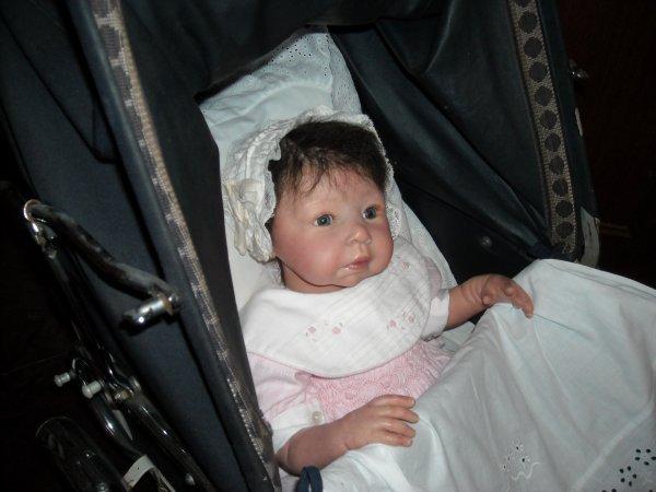 """Habillage d'un moïse pour ma dernière petite-fille pour sa reborn """"Hélène"""" que je lui ai offerte à l'occasion de sa petite communion en 2013"""