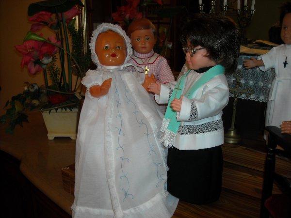 Comme prévu, Petit Michel a été baptisé le 9 novembre (robe de baptême réalisée par Anne-Marie)