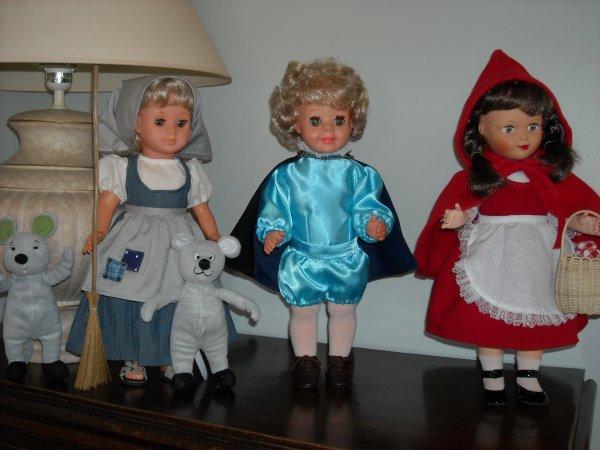 Mardi gras : Chaperon Rouge,  le Prince de Cendrillon et Cendrillon, sa robe de princesse est en confection.