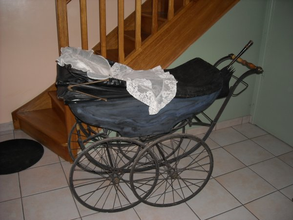 Je vous laisse en compagnie de mes landaus bébé pour un petit temps!!!!!! landaus de 1910, 1950, 1955, 1961, 1970.