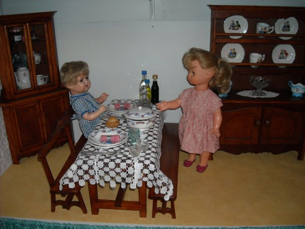 Pour Gene45, mais pas que!!!! la chambre de Françoise, celle de Michel, le salon et la salle à manger, la classe. Bisous à toutes (s)