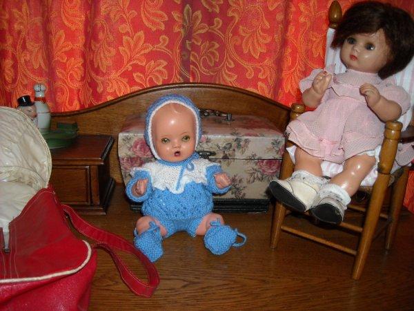 Achats à WAMBRECHIES le petit frère d'Annie avec son petit couffin et des petits articles de bébé