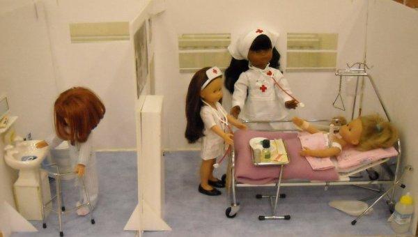 Pour Gene, Ninobelle, Zabelle et les autres, Mon exposition des mêtiers les 11 et 12 novembre. les nurses en deux tableaux, l'épicière, la couturière, l'infirmière et le maréchal ferrant