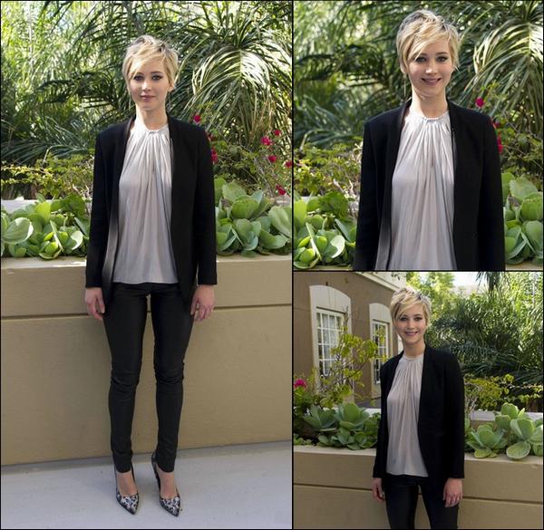.   08/11/2013 :  Jennifer était à une conférence de presse pour Hunger Games 2 .