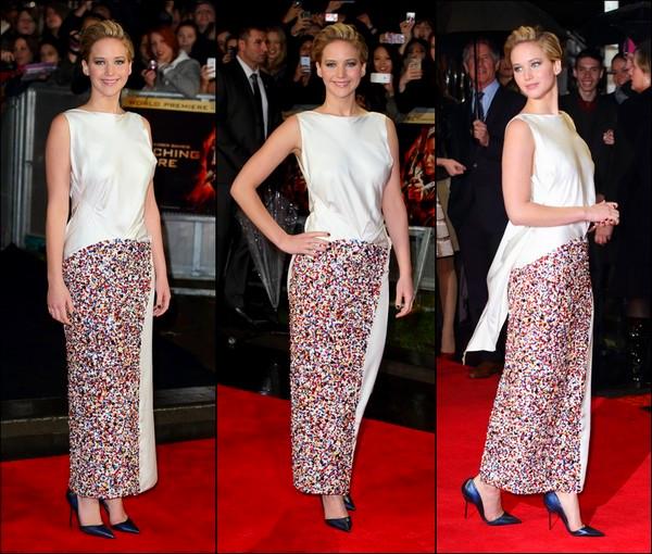 .   11/11/2013 :  Jennifer était présente à l'avant-première mondiale d'Hunger Games 2 à Londres dans une robe Dior  .