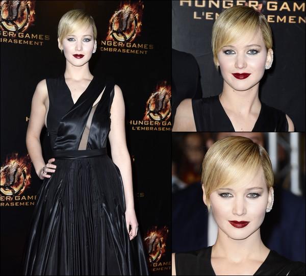 .   15/11/2013 :  Jen était présente à l'avant-première d'Hunger Games 2 à Paris, en France  .
