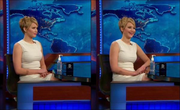 .   21/11/2013 :   Jennifer était l'invité de l'émission ' Daily Show With Jon Stewart ' à New York .