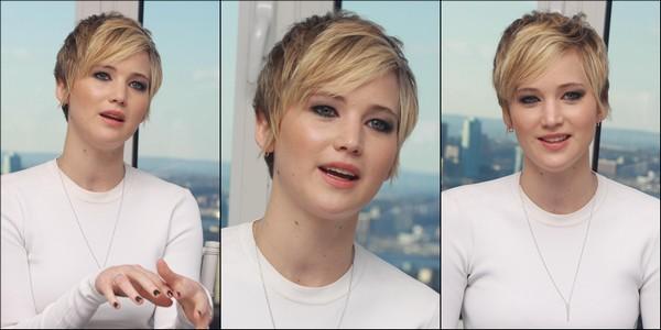 .   07/12/2013 :  Jennifer était à une conférence de presse pour American Hustle à New York.