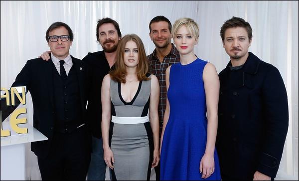 .   07/12/2013 :   Jennifer a été vue quittant un screening  pour American Hustle à NY .