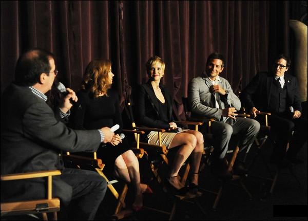 .   11/01/2014 :  Jennifer était présente à un Q&A pour American Hustle à la SAG Foundation, dans la ville de Westwood, avec ses co-stars .