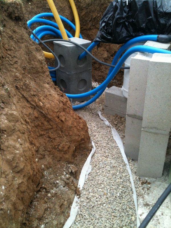 Drain et puit de d compression construction de ma piscine for Drainage piscine