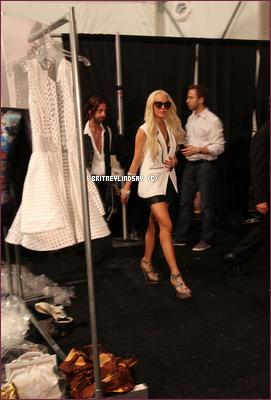 ".11/09/11 : Lindsay à la fashion week :  ""Cynthia Rowley Show""  ."