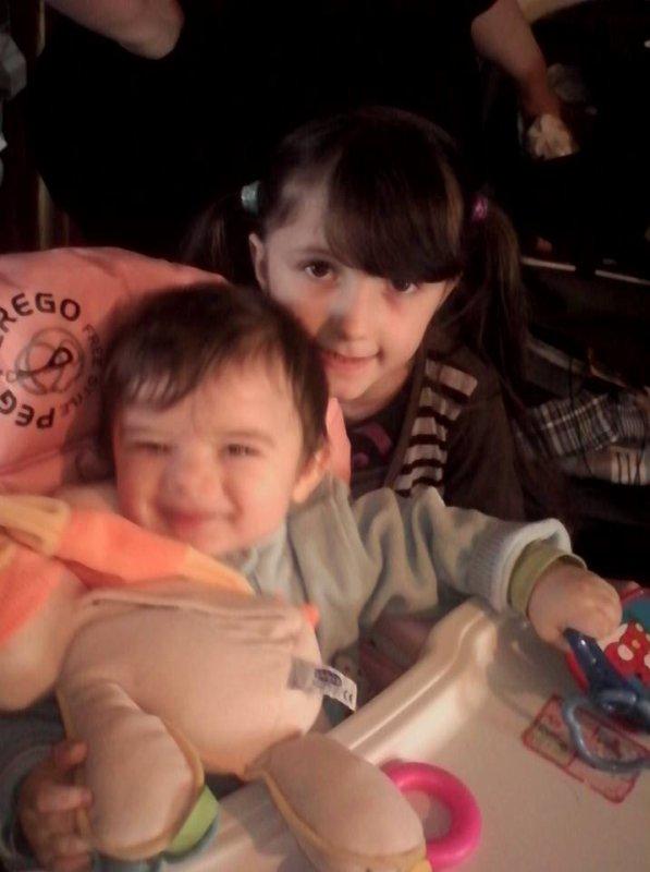 Mon fils David avec sa cousine Maeva.