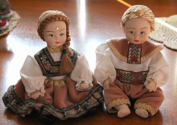 deux petits russe porcelaine les petites miss. Black Bedroom Furniture Sets. Home Design Ideas