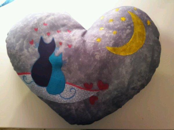 Coussin chat amoureux bleu