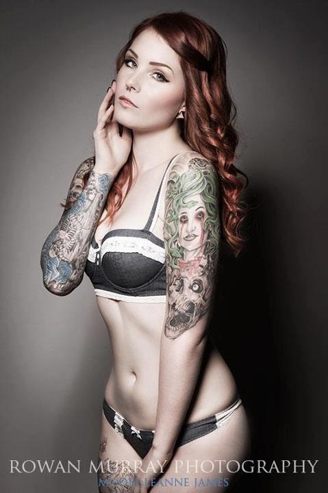 Modele (Leanne James)