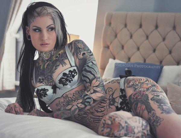 Model (Lusy Logan)