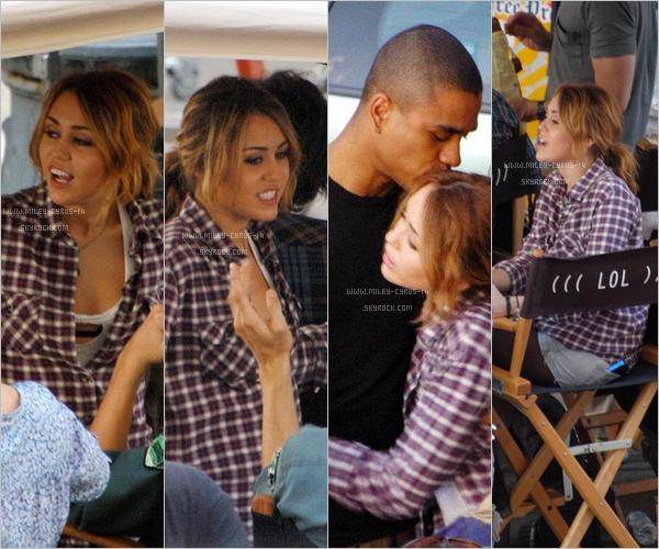 Miley-cyrus-14 26 aout 2010 : Miley sur le tournage de LOL à American Coney Island à Detroit. Miley-cyrus-14