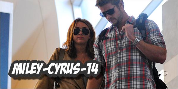 Miley-cyrus-14 21 Septembre 2010 : Miley & Liam à LAX.. Miley-cyrus-14  Miley à été vu en ce mardi 21 septembre , à l'aéroport en compagnie de son petit ami , Liam . Elle revenait d'un voyage au Tennessee. Pour voir tout ça en vidéo ; ici & ici Elle a d'ailleurs posté une nouvel vidéo sur son compte youtube , nous racontant un peu sa vie , démentant les rumeurs et surtout pour dire remercier tout ces fans : la vidéo est ici. En gros , elle dit qu'elle ne compte pas se marier tout de suite , qu'il y a un nouveau chien cher eux , elle ne compte pas déménager avec qui que ce soit ... Je vous laisse regarder la vidéo . 10 minutes pour ces fans. Si vous voulez la traduction intégrale ici Texte entièrement rédige par mes soins .  Miley-cyrus-14