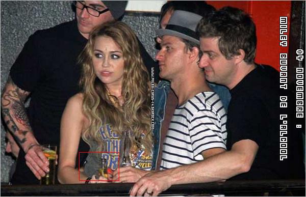 05 novembre 2010 : Miley rencontrant ses fans espagnol dans une fnac à Madrid . Vidéo + photoshoot en dessous