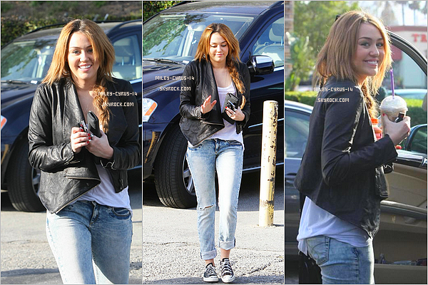 05 fevrier 2011 : Miley a Coffee bean à Toluca Lake.