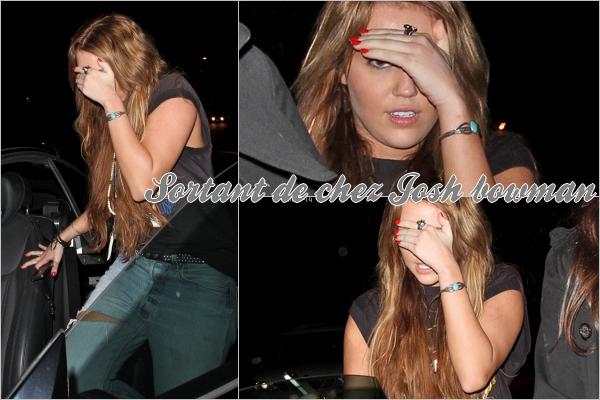 20 fevrier 2011 : Miley sortant de la maison d'un(e) ami(e).