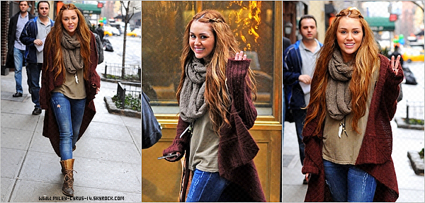 28 fevrier 2011 : Miley faisant du shopping à New York .