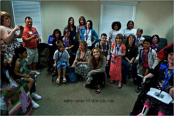 21 avril 2011 : Miley accompagnée de sa Mère ,sa soeur et son père chez Casa Vega à Studio City.  + Durant la même journée Miley a rencontré 14 enfants malades de l'association « Make A Wish »