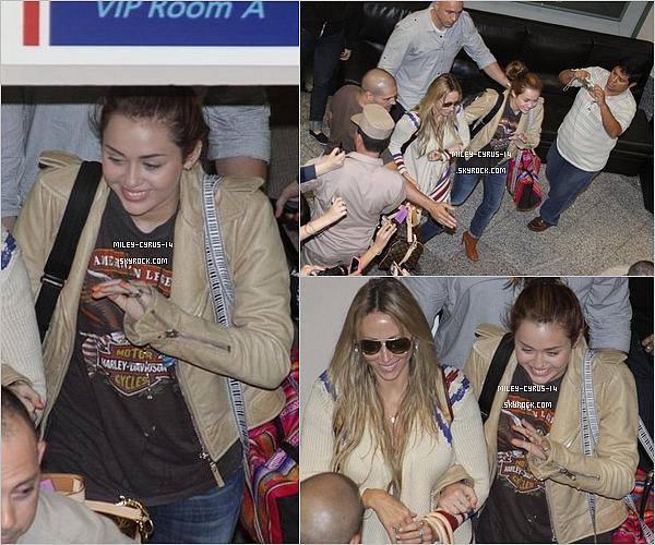 10/05/11 : Miley donnant une conference de presse au Paraguay