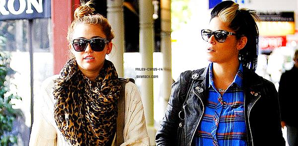 01/07/11 : Miley allant dejeuner avec Denika à Perth en Australie