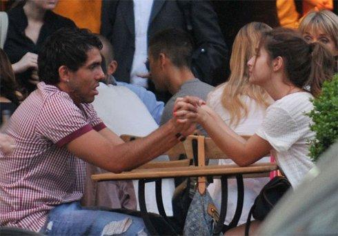 Brenda Asnicar et Carlos Tevez toujours ensemble! Photos!