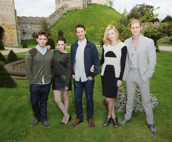 11.05.12: Photos du cast de Snow White and the Huntsman à Londres , le fond est sublime et eux aussi  !