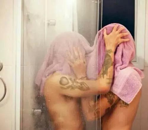 Sous la douche.