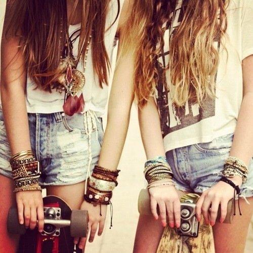 † Tant qu'un grain d'amitié reste dans la balance, le souvenir souffrant s'attache à l'espérance. †