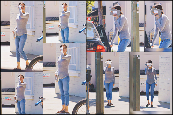 . _-_-_-_22 Août 2017 - Selena quittant le cabinet de son thérapeute à Los Angeles (Ca). Tenue bof! .