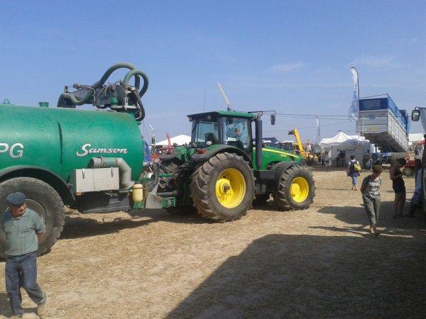Fête de la Bruffiere John Deere 8530 & tonne Samson 3 essieux