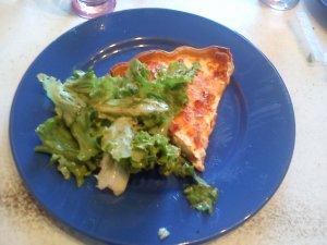 Quiche lorraine accompagnée de sa salade verte !