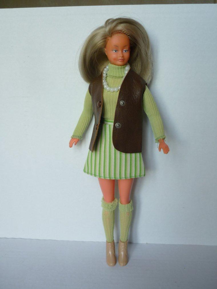Mily et sa tenue inconnue