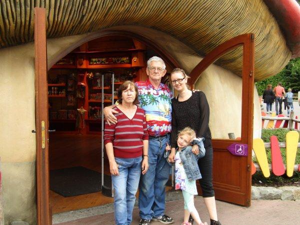 Émilie Yannick et sa fill et Gloriane e t♥ ♥ papi Freddy █♥█♥█♥█♥█♥█♥█♥█♥█♥