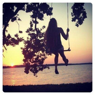 """""""Il n'y a qu'une erreur innée : celle qui consiste à croire que nous existons pour être heureux."""""""