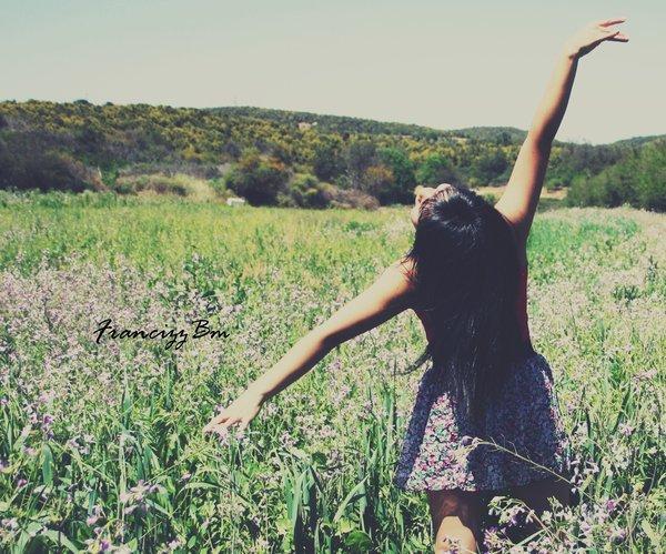 ~ Bienvenue.  _____________________________       N'attends pas que la joie te tombe dessus, bats-toi pour être heureuse  _____________________________