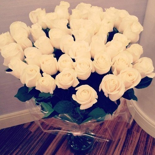 Aimer une personne sans lui dire ; c'est comme emballer un cadeau sans l'offrir.