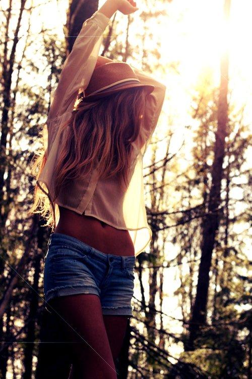 Si seulement on arrêtait d'essayer d'être heureux, on pourrait peut-être profiter de la vie.
