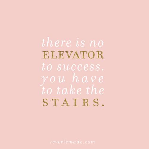 Il n'existe pas d'ascenseur pour arriver aux succès : il faut que tu prennes les marches.