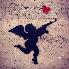 Entre l'amour et la haine il n'y a qu'un pas. La preuve : dans l'alphabet le aiMe est suivi du haiNe.