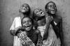Un sourire coûte moins cher que l'électricité, mais donne autant de lumière.