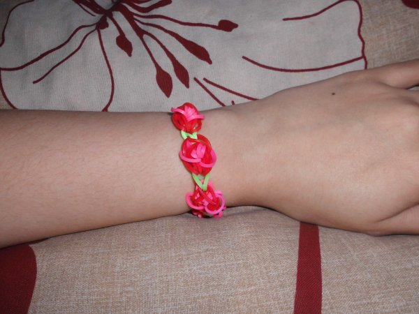 bracelet avec rose, bracelet tête de mort, bracelet triple tresser